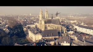 Vue sur la cathédrale de Tours, deux vaisseaux se font la course