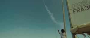 Femme super bateau qui tire une fusée de détresse - Visuals Effects