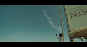 Femme sur bateau qui tirant une fusée de détresse - VFX