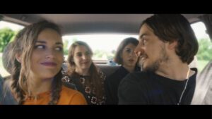 Quatre personnes dans un véhicule, fenêtre fond vert VFX