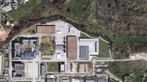Brive, Caserne militaire, militaires, arbres, véhicules blindés, vu de dessus