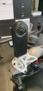 Installation de la caméra sur le support de drone