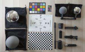Ensemble de l'équipement du bon superviseur VFX ; Light Probes, équipement HDRI ; Charte MacBeth